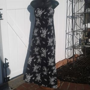 Old Navy Tube Dress Colored Black and White Floral